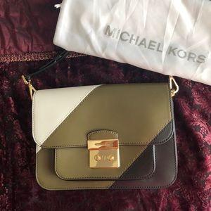 Michel Kors muilti colored shoulder bag